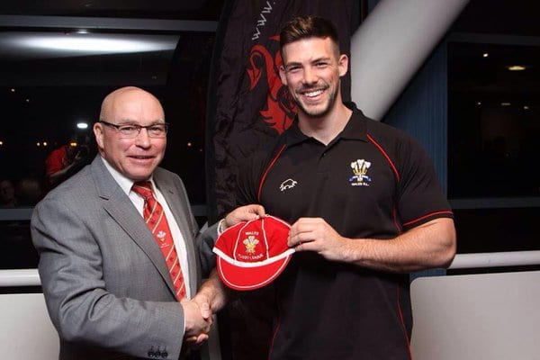 All Golds sign Welsh international Morgan Evans